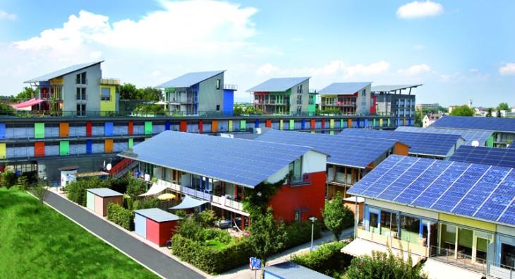 Foto de modarias com placas de energia solar